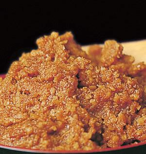 写真:徳島の米と大豆、 鳴門の塩で仕込んだ味噌
